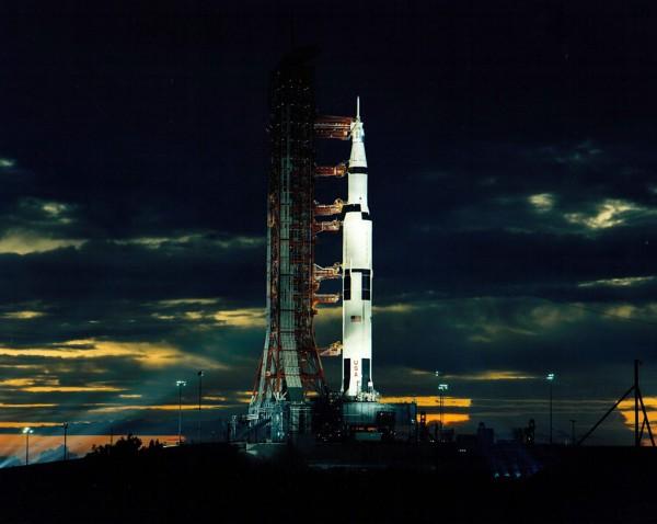 Космический корабль с ядерным реактором